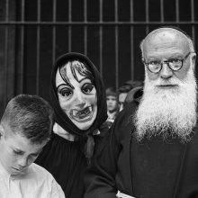 La máscara intrusa. Fiesta de Sant Ponç, Barcelona, 1964